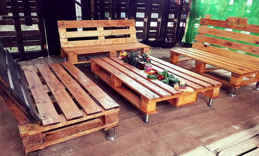 Recycled Pallet Wood Patio Furniture