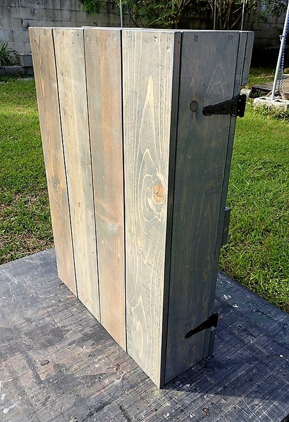 reused pallet jewelry cabinet