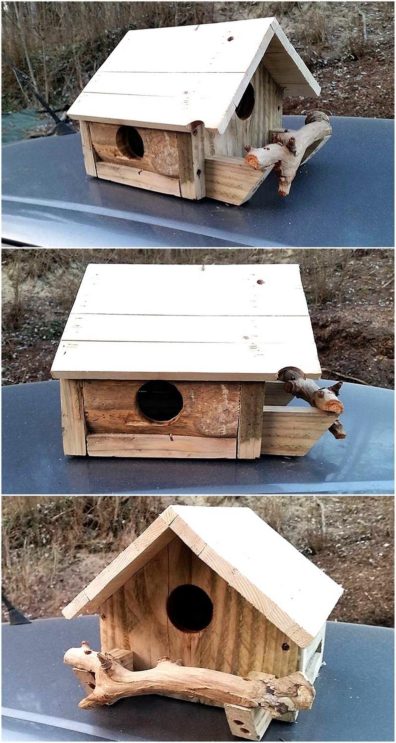 wood pallet birdhouse