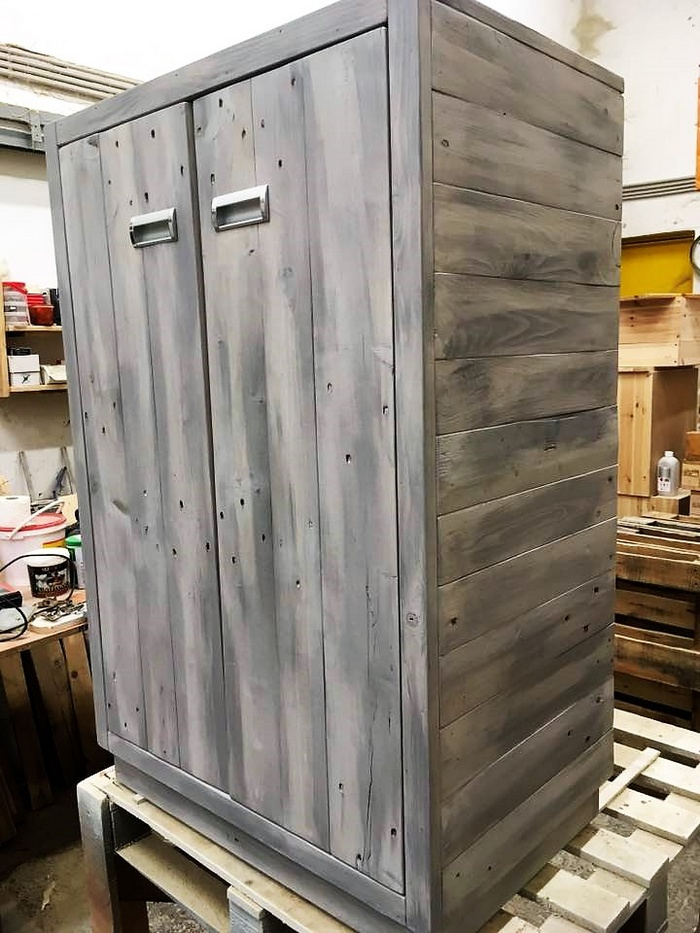 wood pallet closet idea