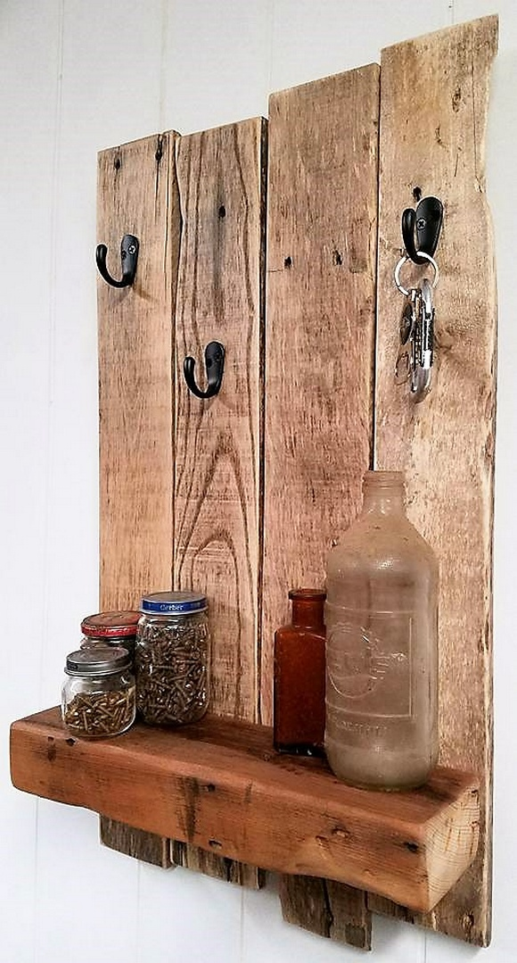 wooden pallet shelf and key holder