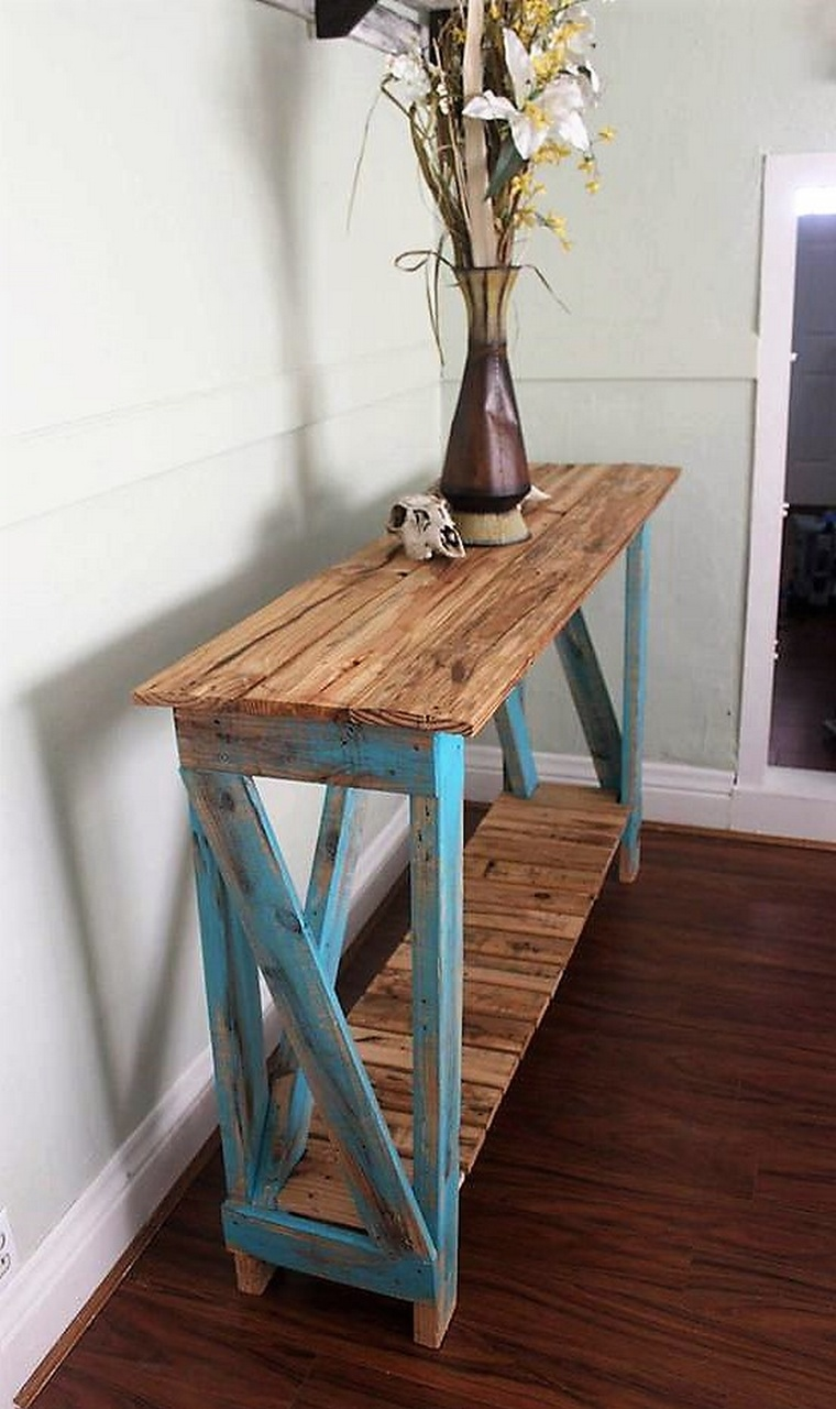 Entry Table with pallets