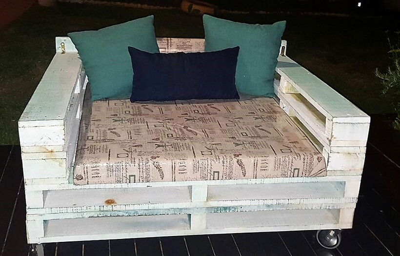 pallet couch on wheels 2