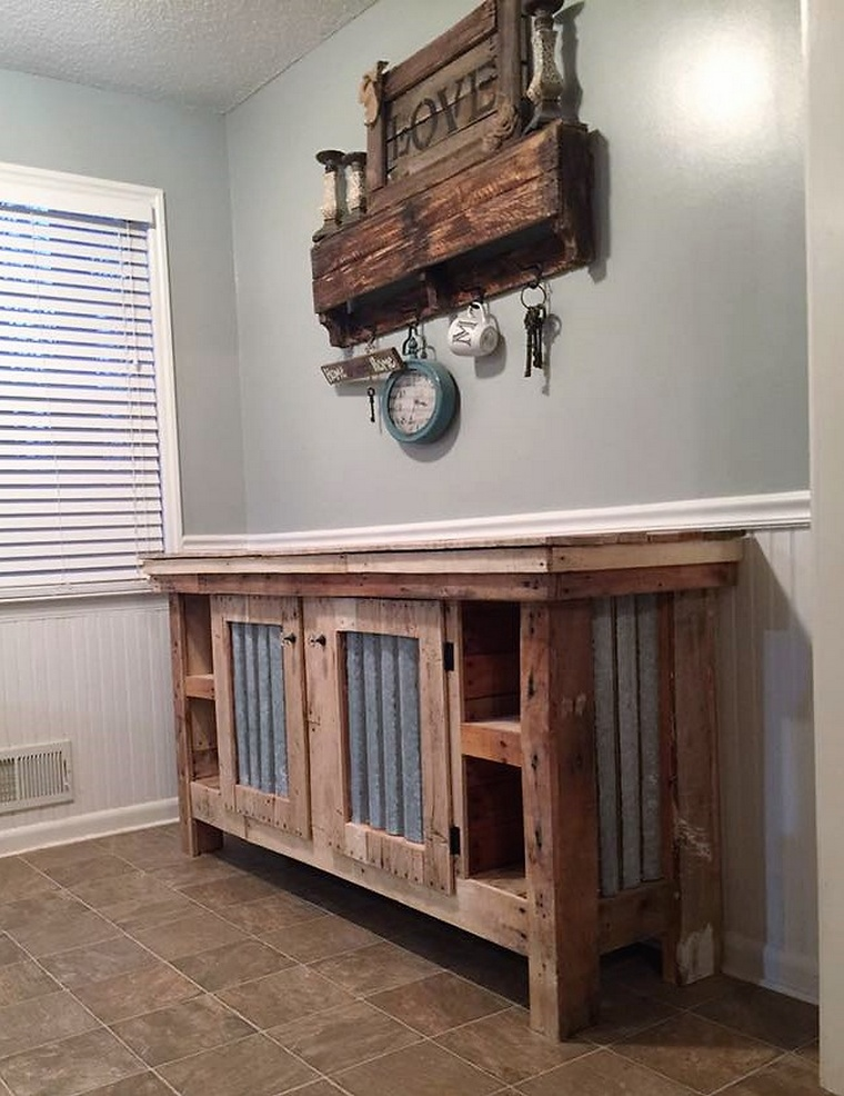 pallet entryway table and wall art