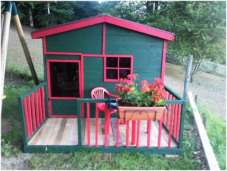 pallet playhouse cabin for kids