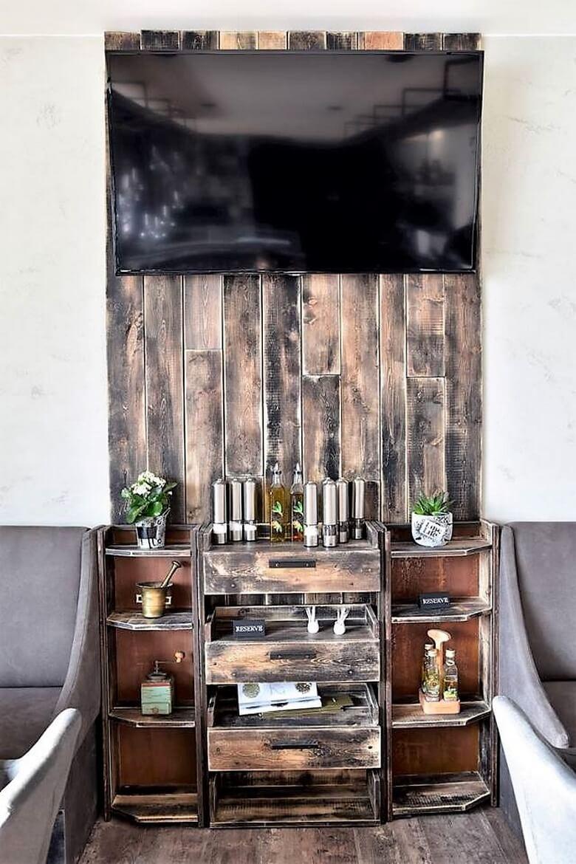 pallet tv stand art