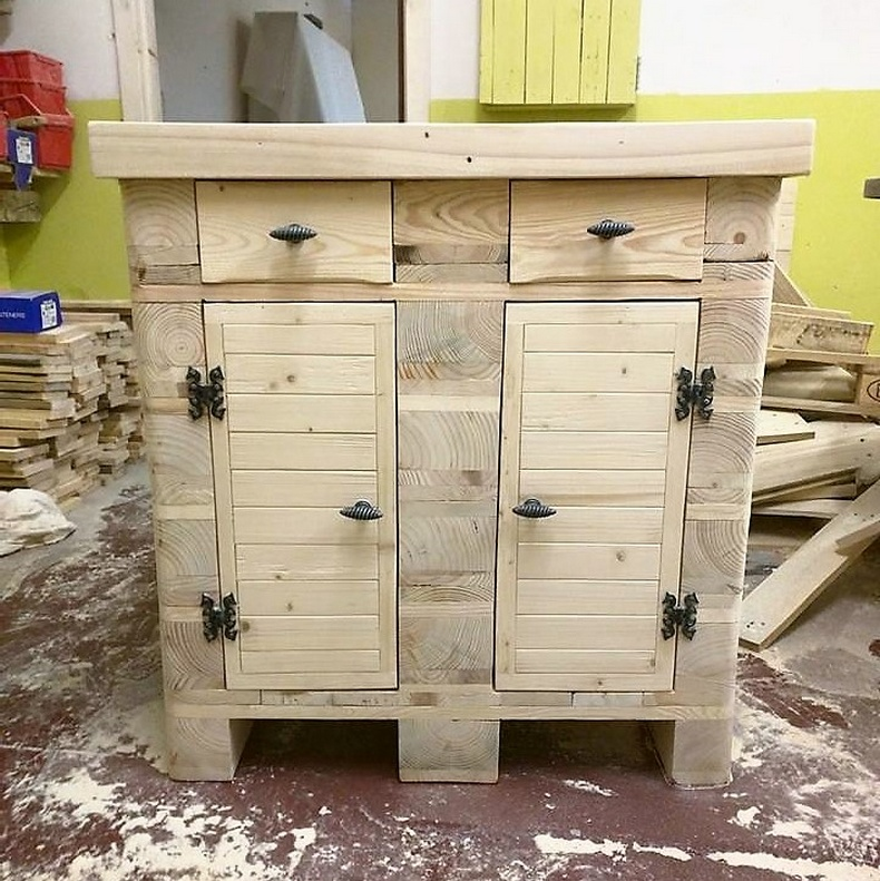 pallets entryway table idea