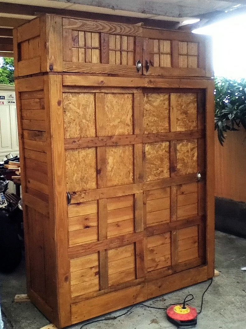 pallets made closet