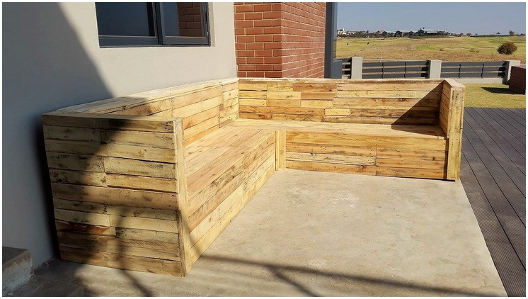 pallets patio couch
