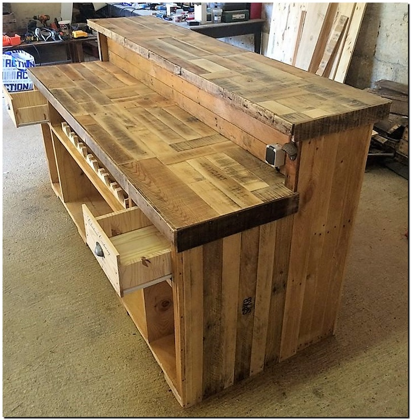 reclaimed pallets bar