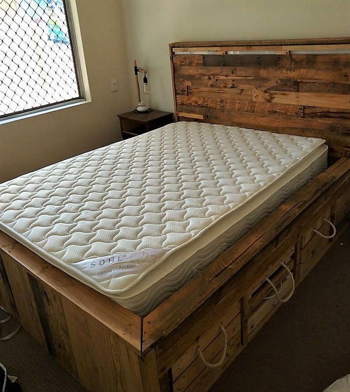 recycled pallets bed with storage