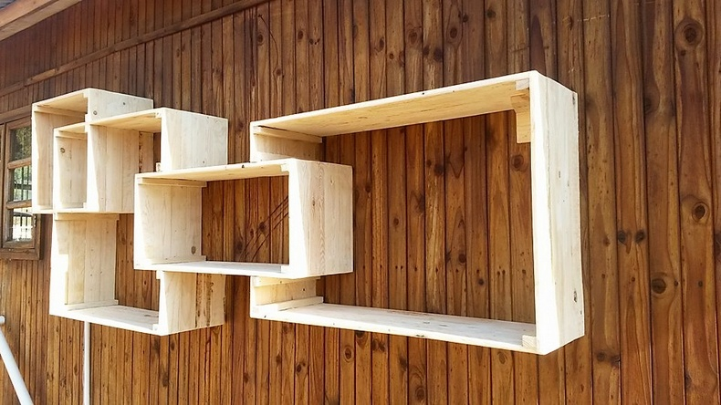 wooden pallet shelving art
