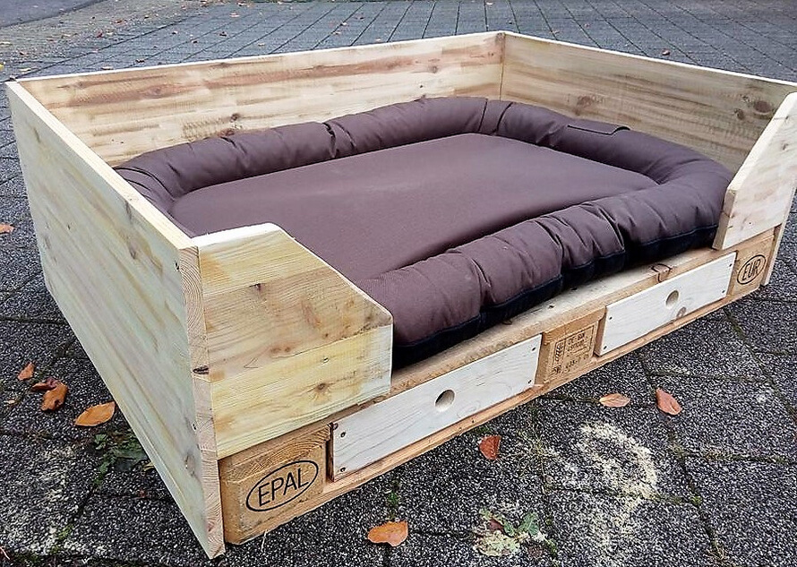 dog bed out of pallets