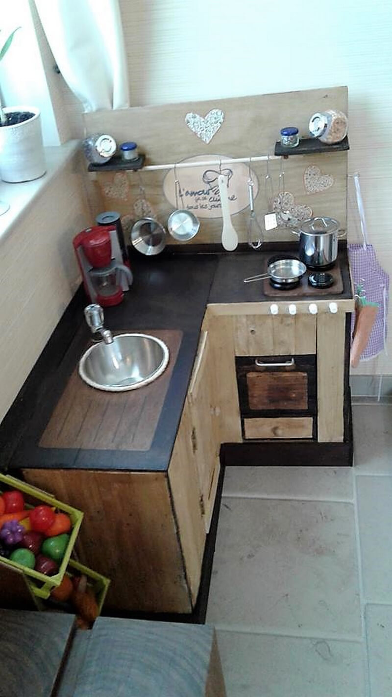 Some different ideas with used pallets wood pallet furniture for Make a kitchen island out of pallets