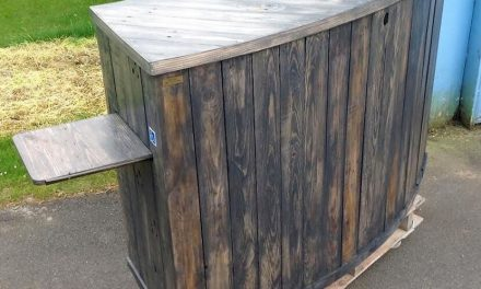 Pallets Made Curved Counter Desk