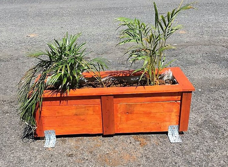 pallets made planter