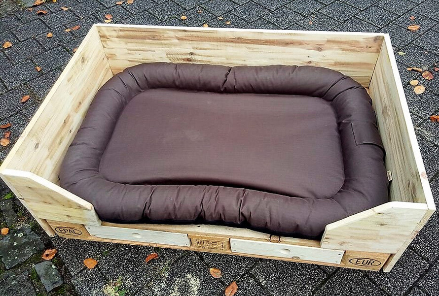 reclaimed pallets dog bed