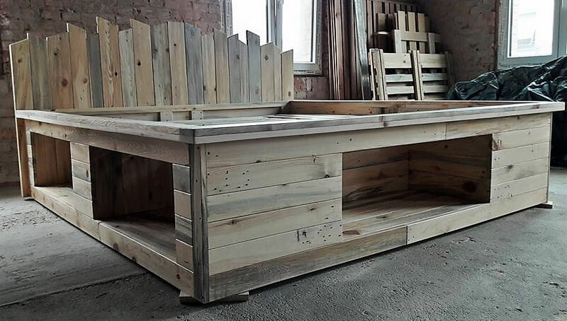 recycled pallets bed
