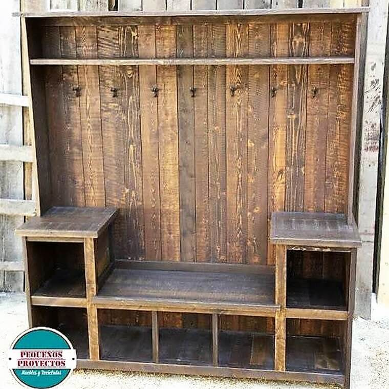Recycled Pallets Wooden Wardrobe with Clothes Hanger