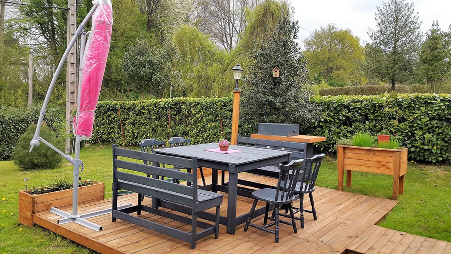 wood pallet terrace with pallet furniture
