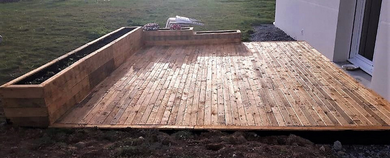pallet deck with planters