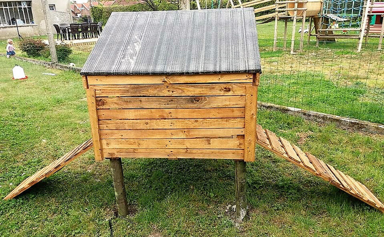 pallets made chicken coop
