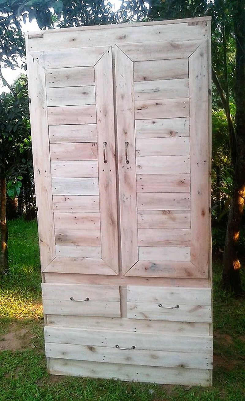 pallets made closet