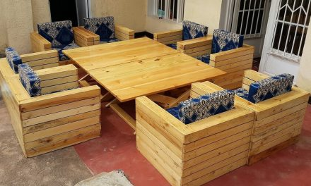 Wood Pallets Outdoor Sofa with Adjustable Table