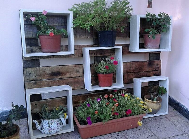 recycled wood pallet wall planter idea