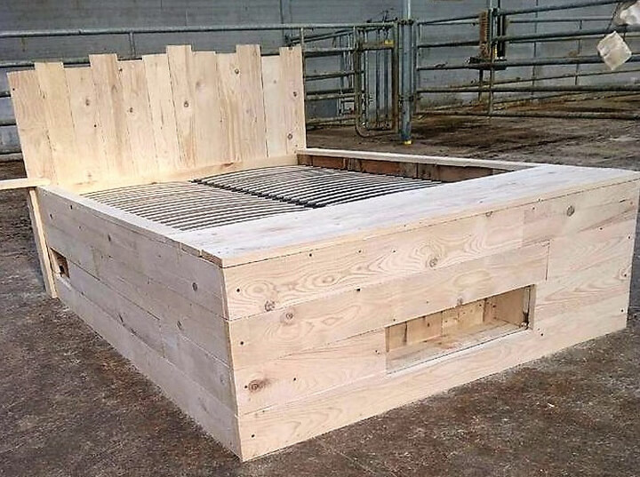 repurposed pallet bed diy