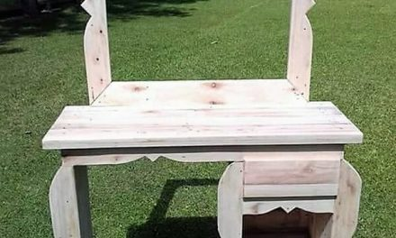 Rustic Vanity Out of Wood Pallets
