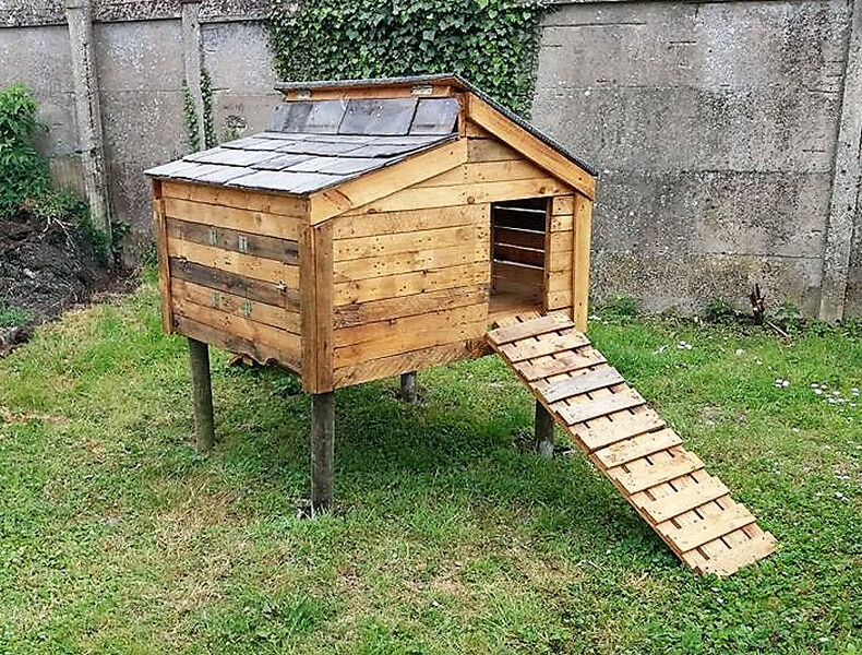 wood pallets made chicken coop