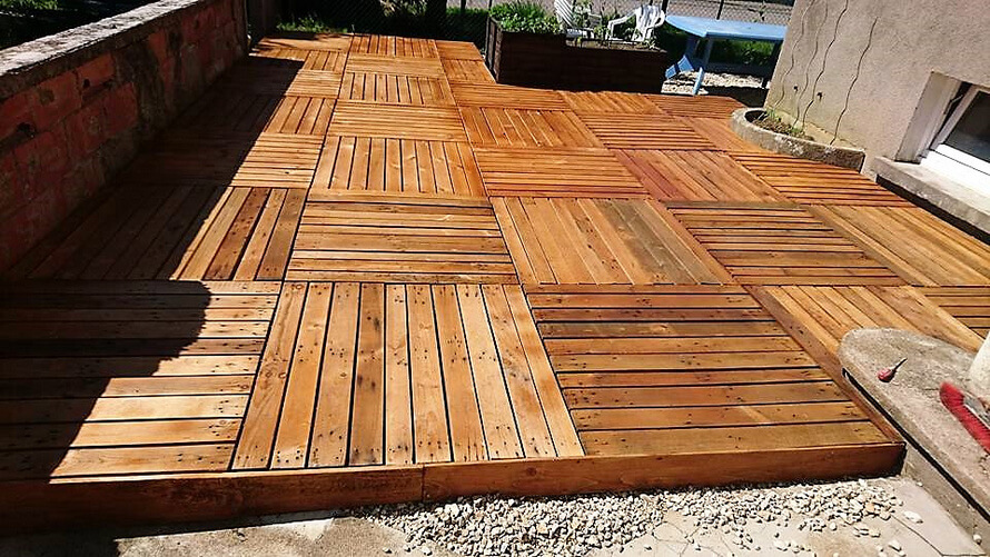 diy garden terrace out of wooden pallets