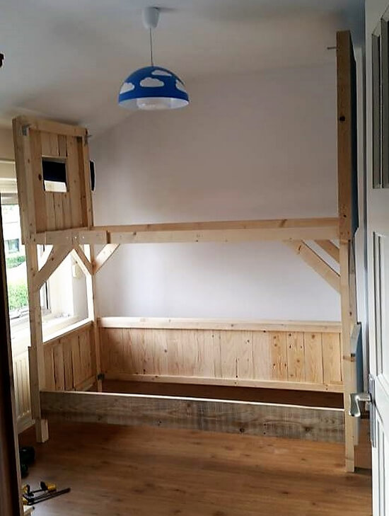 diy upcycled pallets tree house bunk bed