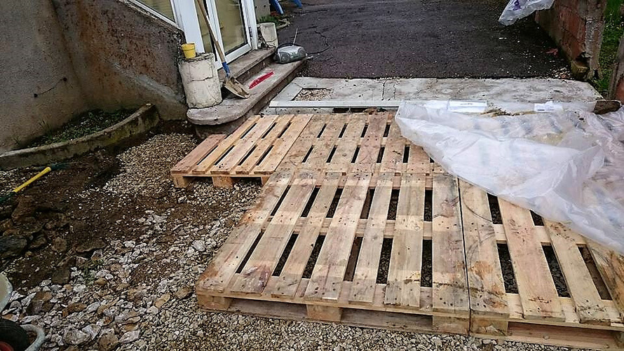 diy wood pallet terrace