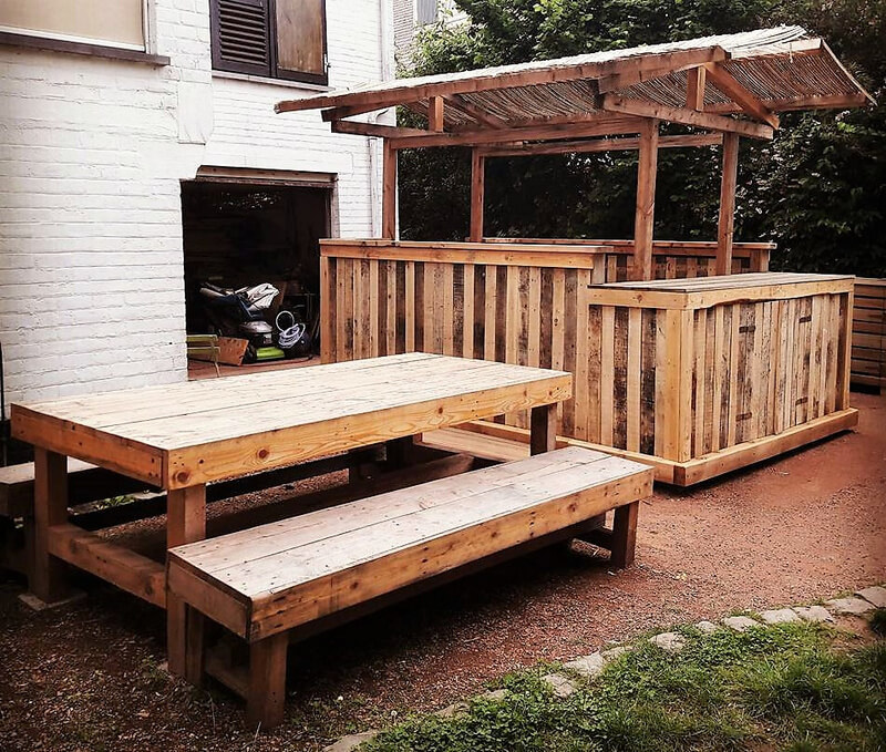 palets wooden outdoor bar idea