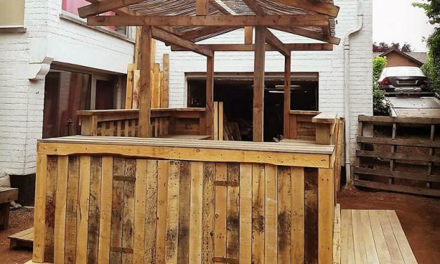 Recycled Wooden Pallets Patio Bar