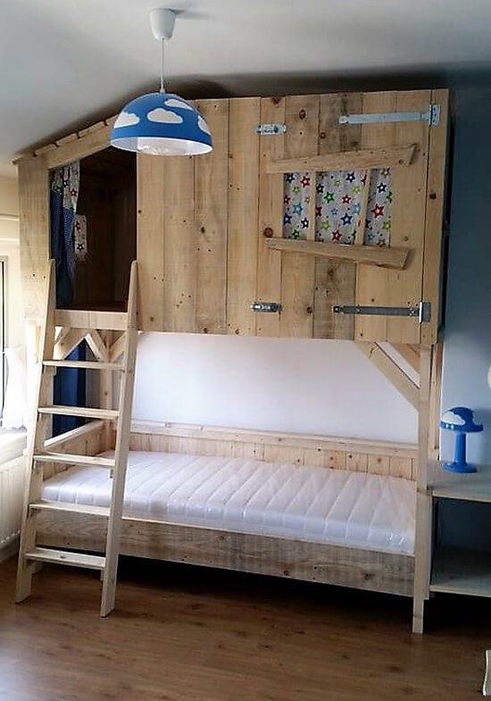 pallets tree house bunk bed