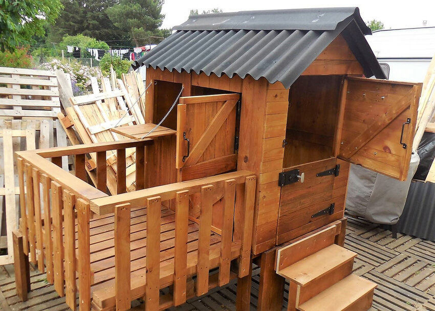Pallets Wooden Made Kids Play Cabin   Wood Pallet Furniture