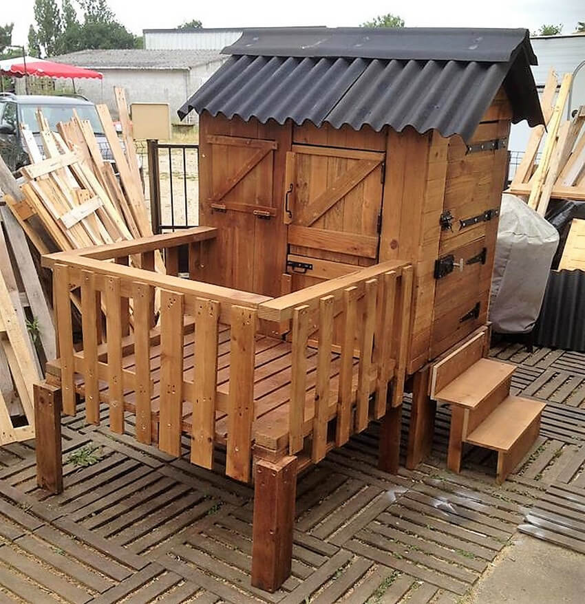 wooden pallet kids play cabin