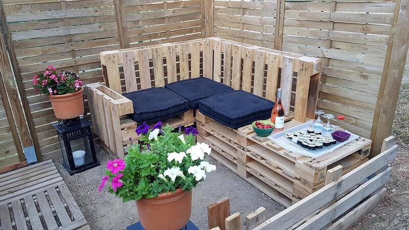 wooden pallet patio lounge