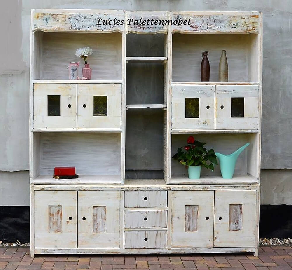 cupboard out of pallets