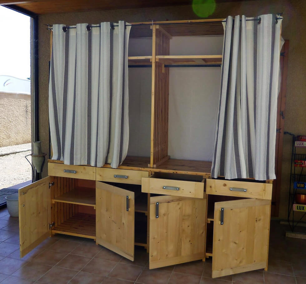 Wooden Pallets Made Dressing Room Idea | Wood Pallet Furniture on Pallet Room  id=80510