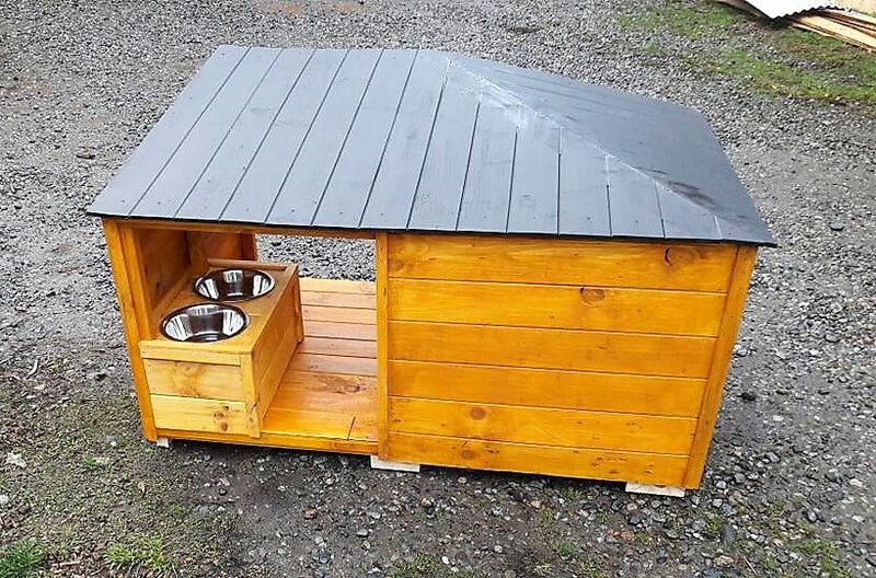 pallets made dog house