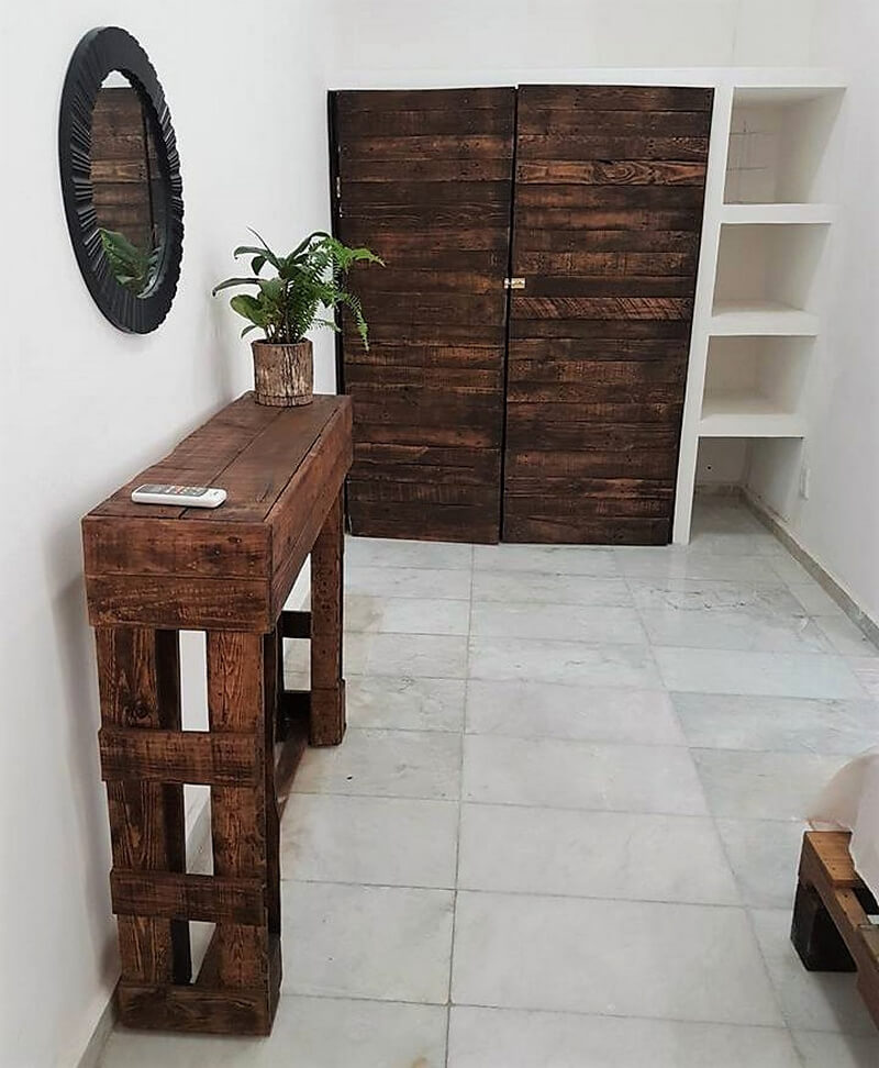 pallets made entryway table and closet