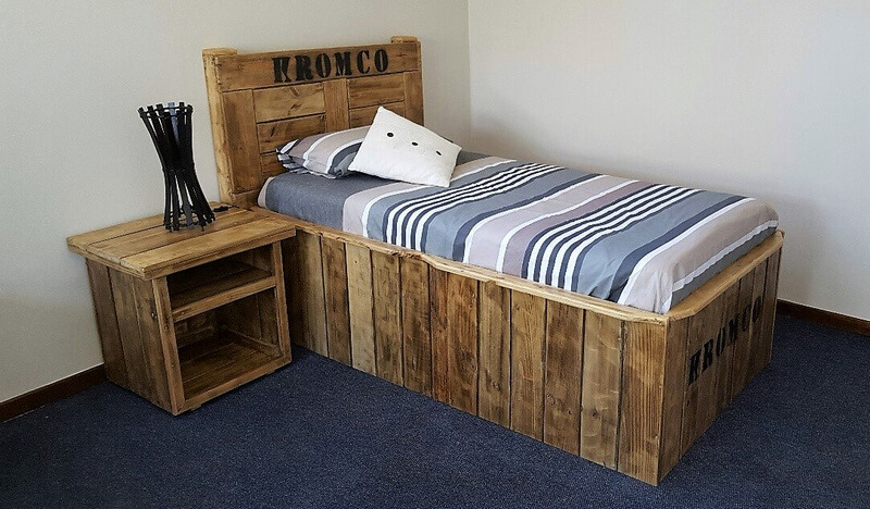 pallets made single bed with side table
