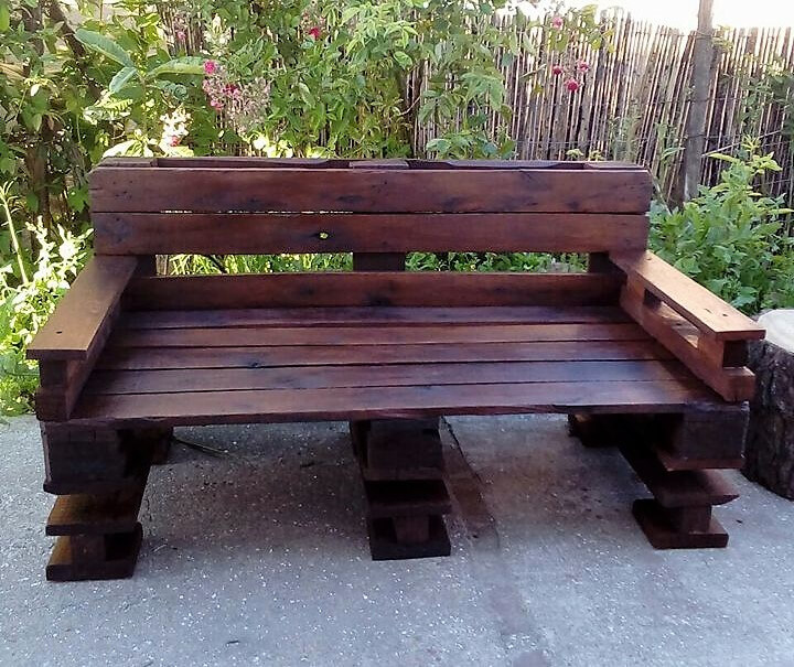 repurposed pallets bench