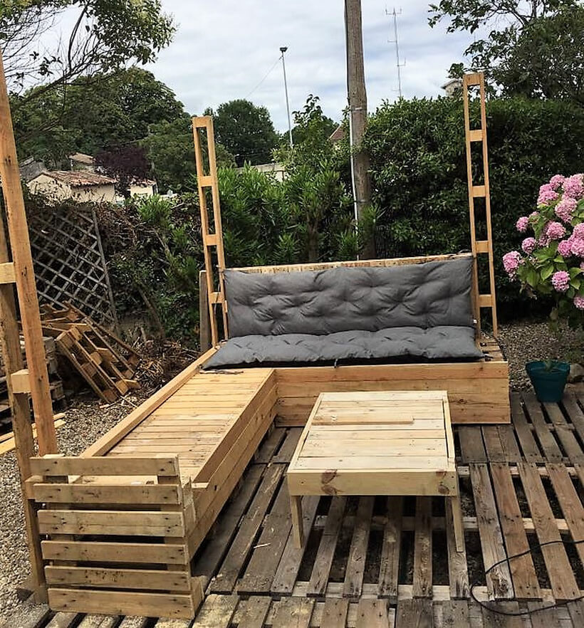 Wood Pallets Made Patio Deck Furniture