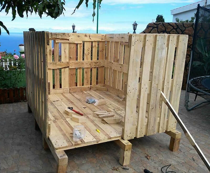 diy kids playhouse with pallets