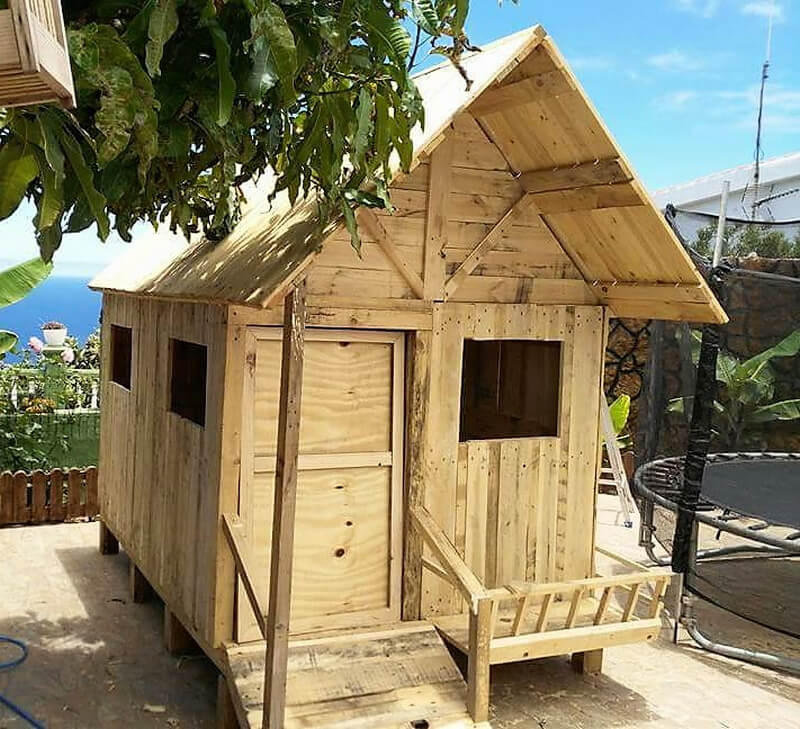 diy pallets wooden playhouse